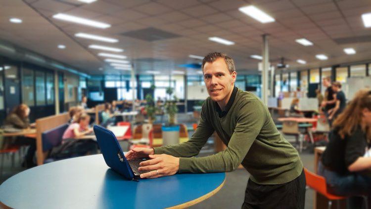 Stijn Simons gebruikt het JIJ! platform op het Stabrecht College in Geldrop